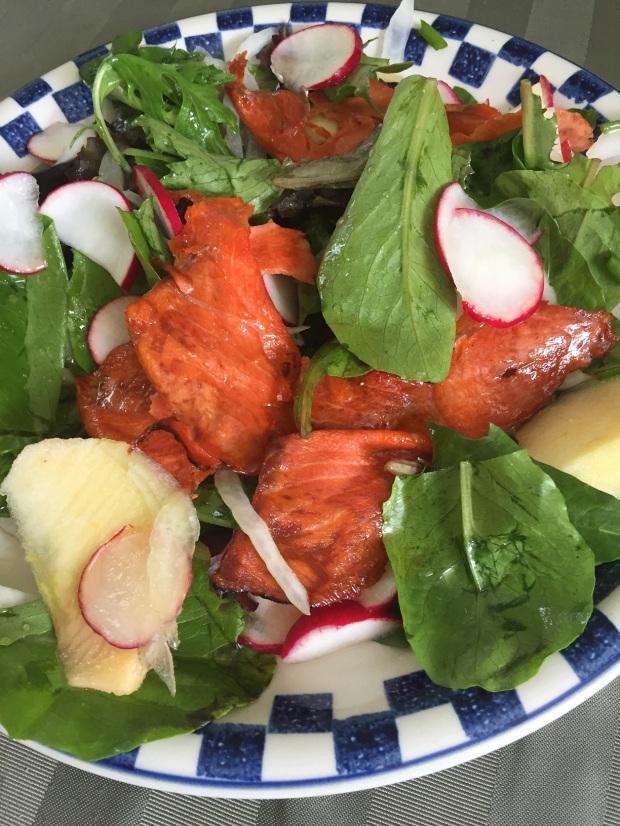 Broiled smoked salmon salad